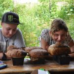 Unser erstes Brot aus einem Lehmbackofen!